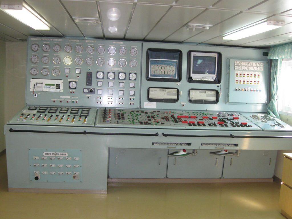 Tủ điện điều khiển trung tâm thường đặt trong nhà