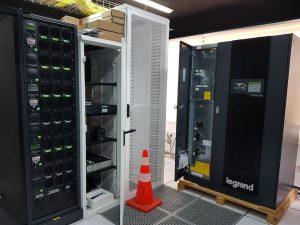Cần lắp đặt UPS ở không gian rộng rãi, độ ẩm thấp