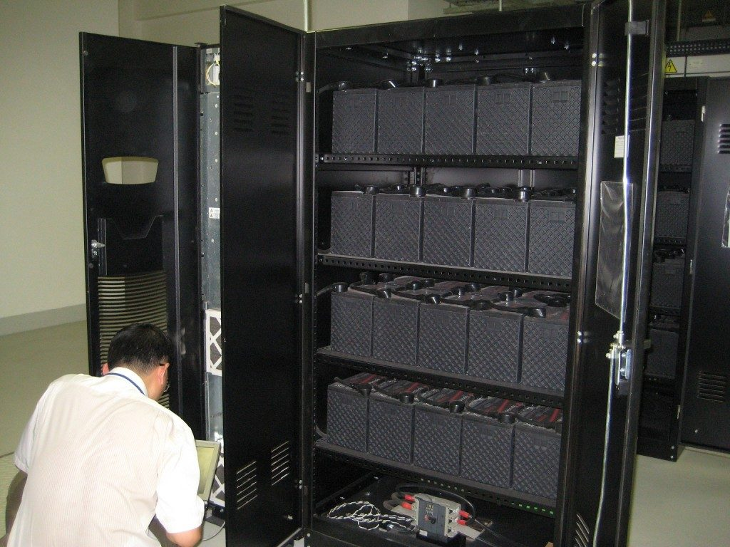 UPS 10kVA thường sử dụng cho xưởng công nghiệp