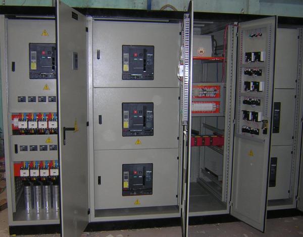 Tủ điện công nghiệp ATS cung cấp điện cho tải khi điện lưới gặp sự cố